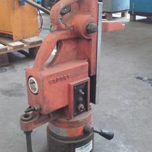 supporto-magnetico-usato-per-trapano-perforatore-ltf-38400